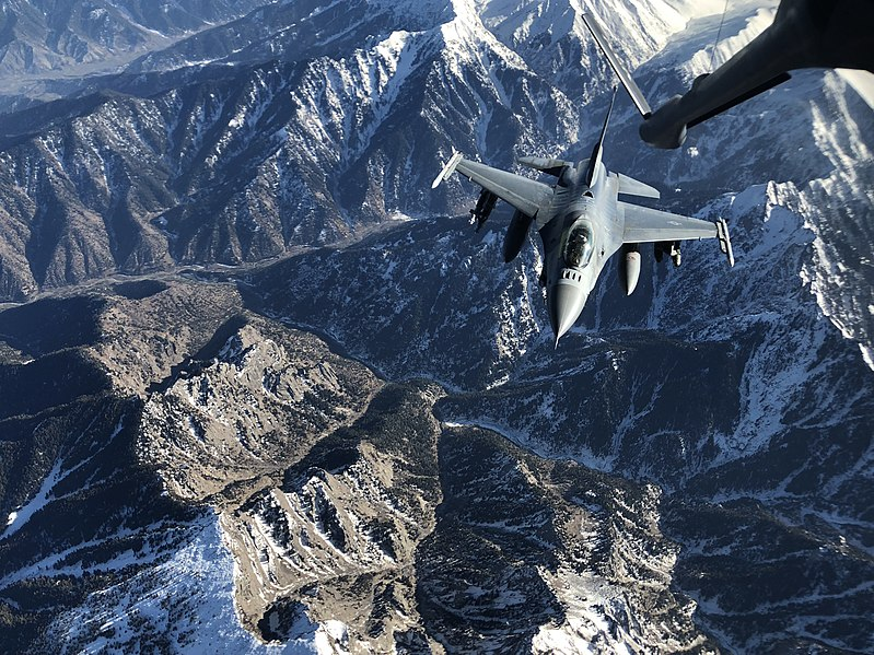A U.S. Air Force F-16 Fighting Falcon receives fuel from a KC-135 Stratotanker